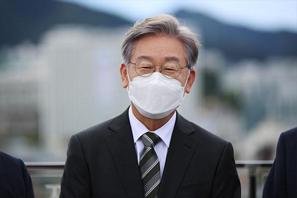 Chính giới đối đầu sâu sắc về nghi ngờ liên quan tới Tỉnh trưởng Gyeonggi
