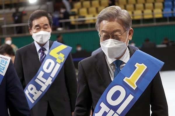 李在明在执政党全北地区总统候选人竞选中再获第一