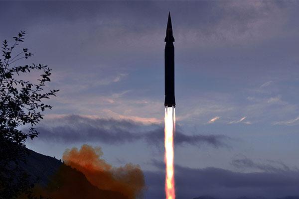 """北韩首次试射""""火星-8""""型高超音速导弹"""