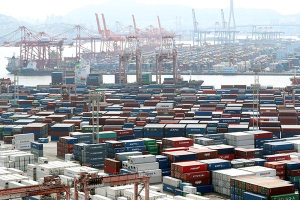 В августе в РК сократились производство, потребление и инвестиции
