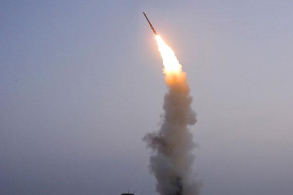 北韓 新型の地対空ミサイルの発射実験を実施