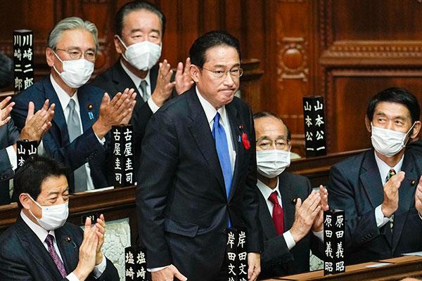 رئيس الوزراء الياباني يكرر دعوته لكوريا الجنوبية إلى حل قضية العمل القسري