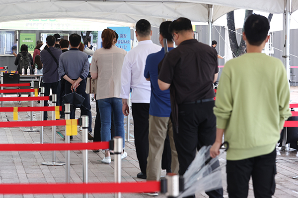 S. Korea Reports 1,584 New COVID-19 Cases on Wed.
