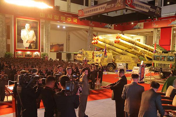 北韓の国防発展展覧会に展示の兵器 韓米情報当局が分析中