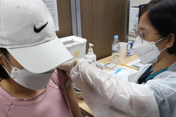 Corona-Impfungen bei 16- und 17-Jährigen sowie Schwangeren beginnen