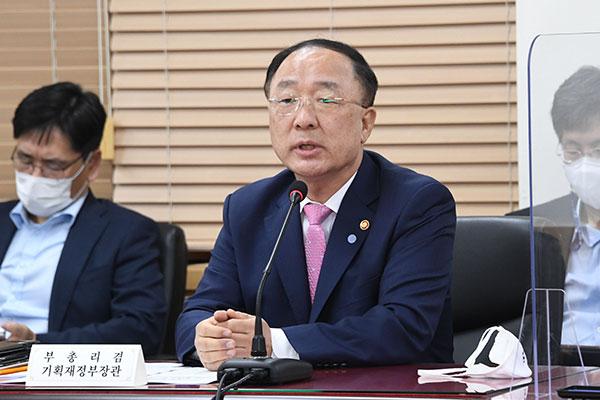 Hàn Quốc xem xét giảm thuế xăng dầu đối phó tình trạng giá nhiên liệu gia tăng