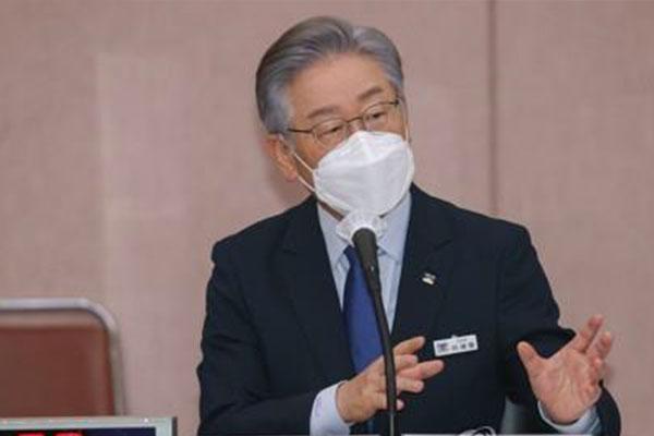 Ứng cử viên Tổng thống đảng cầm quyền trình diện lần hai tại buổi thanh tra của Ủy ban Quốc hội