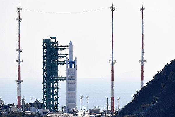 Запуск первой отечественной  ракеты-носителя назначен на 17:00 кор.вр.