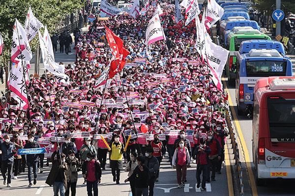 Tổng liên đoàn lao động Dân chủ biểu tình quy mô lớn tại 14 địa điểm trên toàn Hàn Quốc