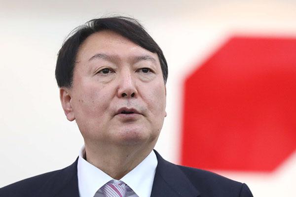 يون صوك يول يجدد الأسف على تصريحاته بشأن الرئيس الأسبق جون دو هوان