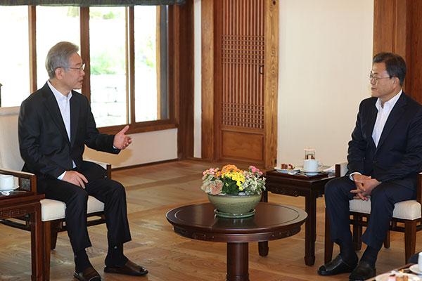 Presiden Moon Bertemu Capres Partai Demokrat Lee Jae-myung