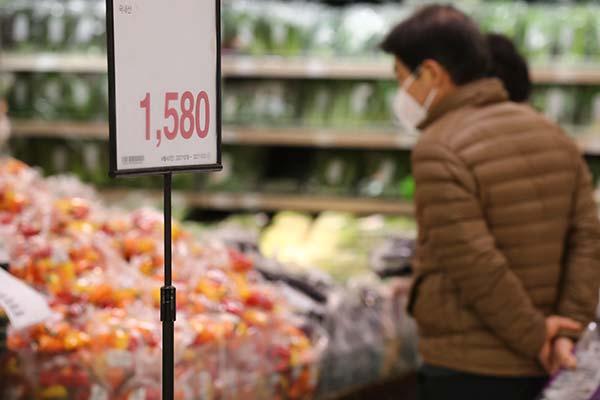BOK nhận định vật giá sẽ còn tiếp tục tăng cao lâu hơn dự kiến