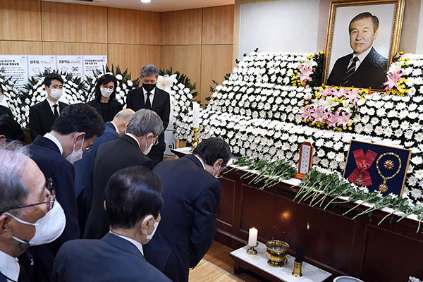Chính giới và doanh nghiệp viếng cố Tổng thống Roh Tae-woo