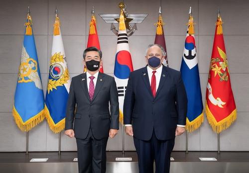 Министр обороны РК встретился с главнокомандующим ВМС США