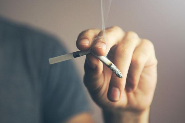 Dès l'année prochaine, il sera interdit de fumer dans tous les restaurants en Malaisie
