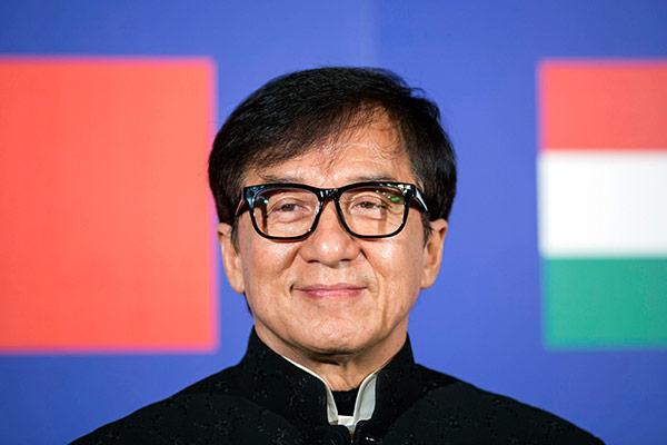 Jackie Chan bekennt sich in Autobiografie zu Entgleisungen in der Vergangenheit