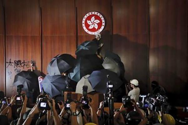 Angst vor Pekings Zugriff: Immer mehr Hongkonger wollen auswandern