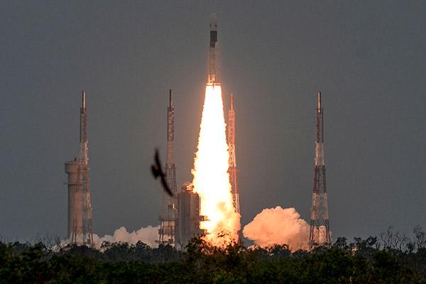 Indische Mondsonde Chandrayaan 2 schwenkt in Mondumlaufbahn ein