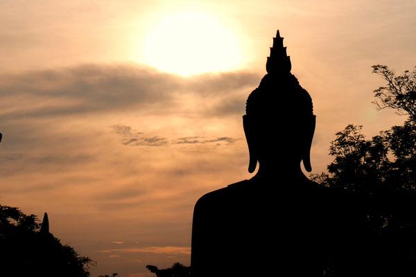 Thaïlande : des peintures de bouddha en Ultraman font l'objet d'une polémique