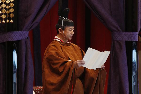 Japans Kaiser Naruhito besteigt den Thron