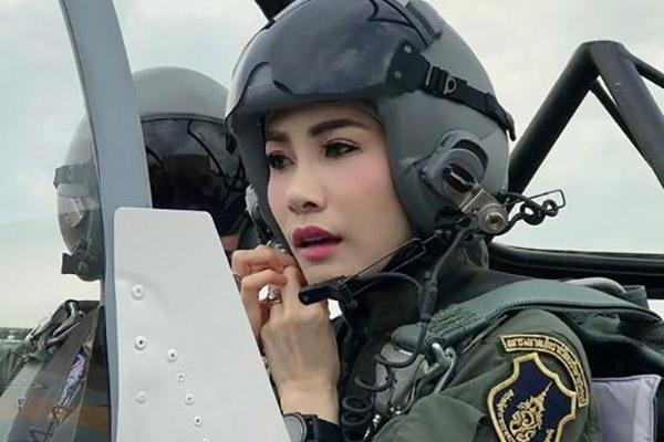 Thailands König verstößt offizielle Geliebte aus dem Palast