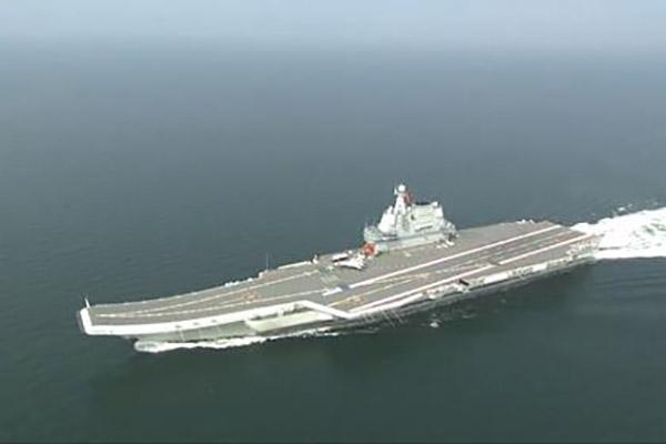 China schickt ersten selbstgebauten Flugzeugträger durch Taiwanstraße