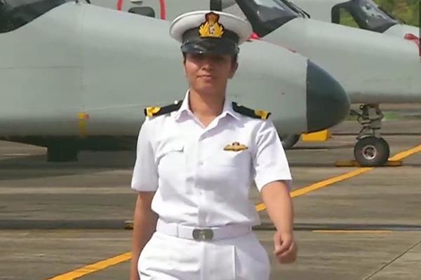 Indiens Marine nimmt erste Kampfpilotin in Dienst