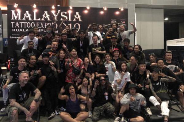 "Malaysia kritisiert ""obszöne, halbnackte"" Tattooshow"