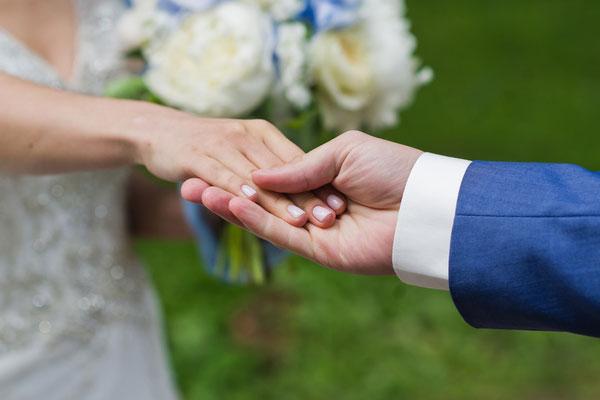 Covid-19 : un couple malaisien se marie en « drive-in »