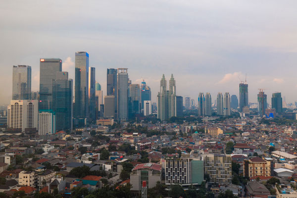 COVID-19 : une meilleure qualité de l'air à Jakarta et une chute des crimes en Malaisie