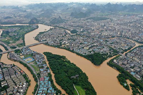 China: Schwangere in Yunnan bringt bei strömendem Regen Kind zur Welt