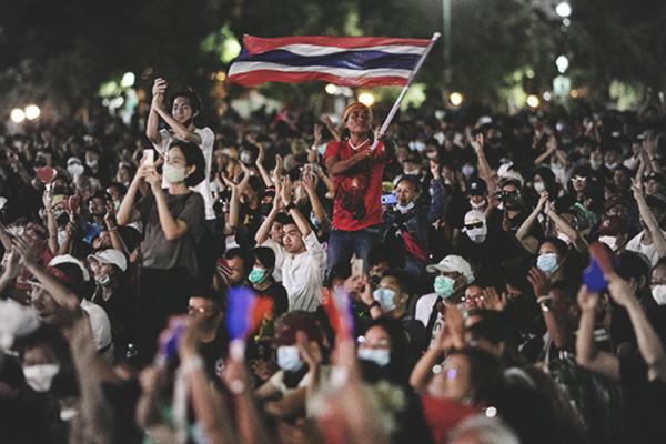Zehntausende demonstrieren in Bangkok gegen die Monarchie