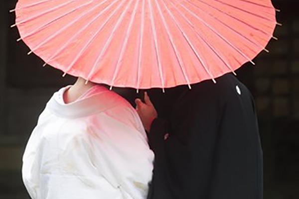 Japaner befürworten mehrheitlich unterschiedliche Nachnamen bei Ehepaaren