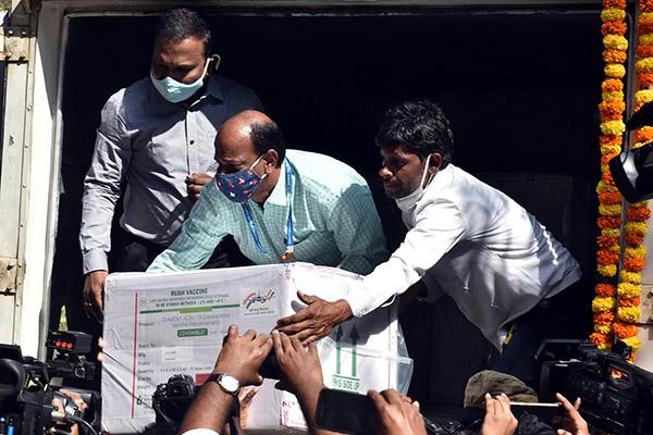 Indien beginnt mit Transport und Verteilung von Corona-Impfstoffen