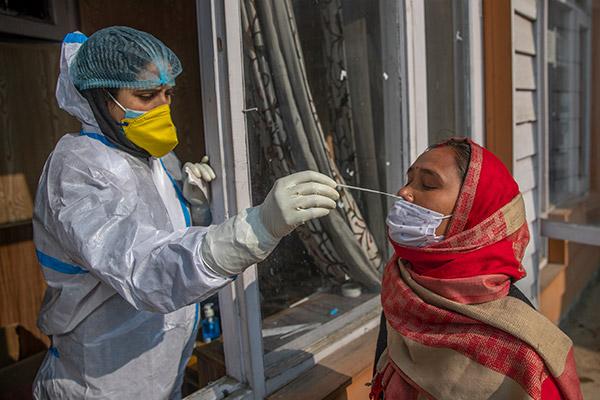 Zahl der Corona-Neuinfektionen in Indien sinkt auf nahezu 10.000