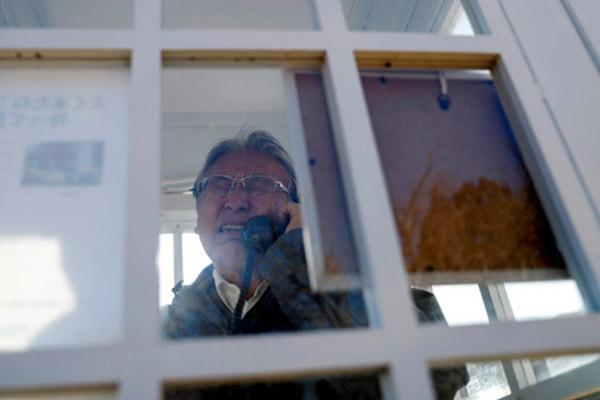 Japon : une cabine téléphonique pour appeler les victimes du tsunami