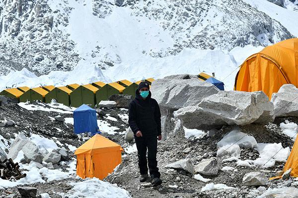 COVID-19 : le Népal incite les randonneurs à ramener les bouteilles d'oxygènes pour les malades