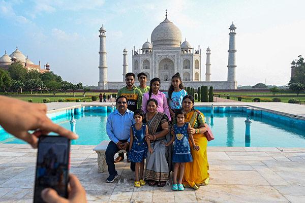 Weltwunder Taj Mahal nach Corona-Lockdown wieder geöffnet