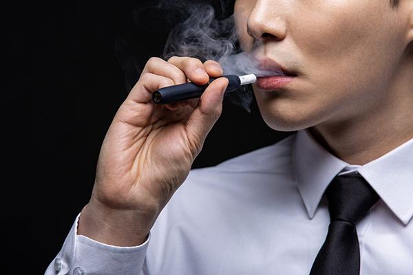 Hong Kong interdit les cigarettes électroniques