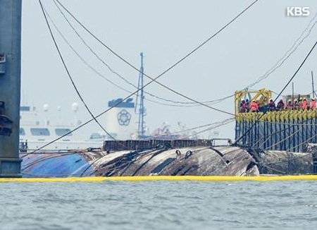 Sewol Ferry Emerges Back to Surface