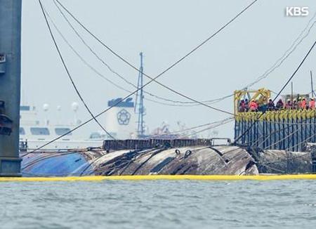 沈没から3年 セウォル号引き揚げ完了