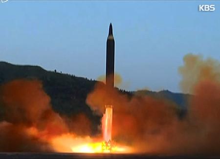 Corea del Norte lanza un misil balístico de alcance medio