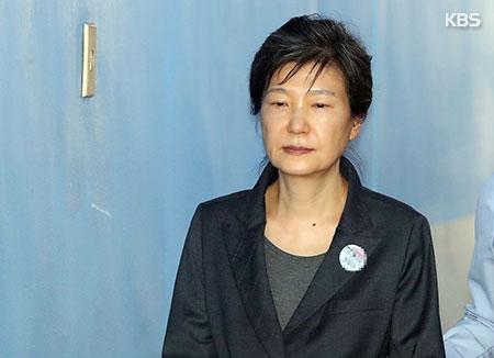 Продление содержания Пак Кын Хе под стражей
