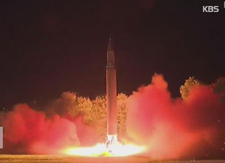 Pyongyang célèbre, Washington menace, Moscou avertit — Tir de missile