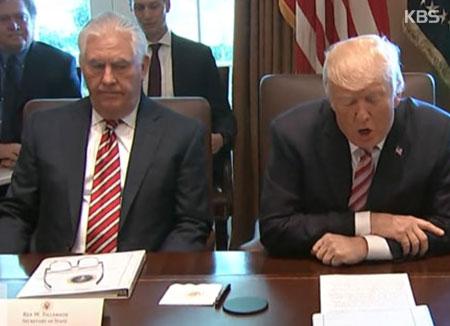 Tổng thống Donald Trump thay thế vị trí Ngoại trưởng