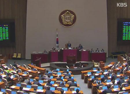 Quốc hội thông qua dự thảo ngân sách bổ sung và bổ nhiệm công tố viên đặc biệt