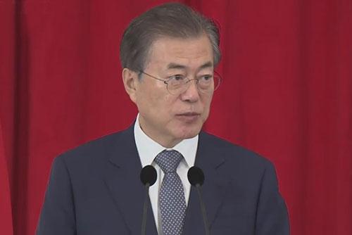 Präsident Moon schließt Besuche in Indien und Singapur ab