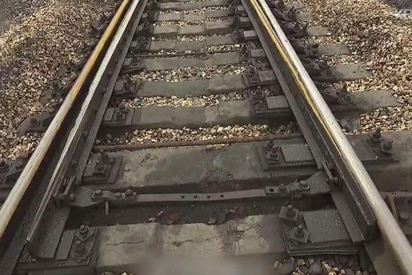 Koreas überprüfen Schienenstrecken