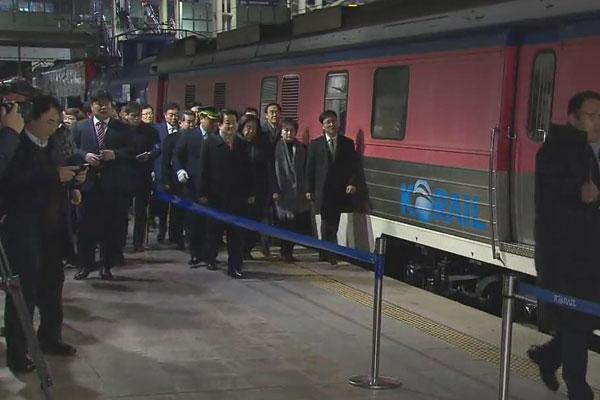 إقامة مراسم الاحتفال بربط السكك الحديدية والطرق بين الكوريتين
