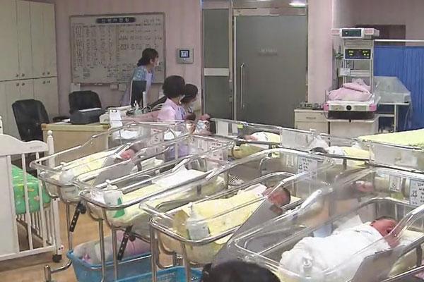減少続く出生率